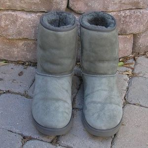 UGG Classic Short II Boots in Grey 11W